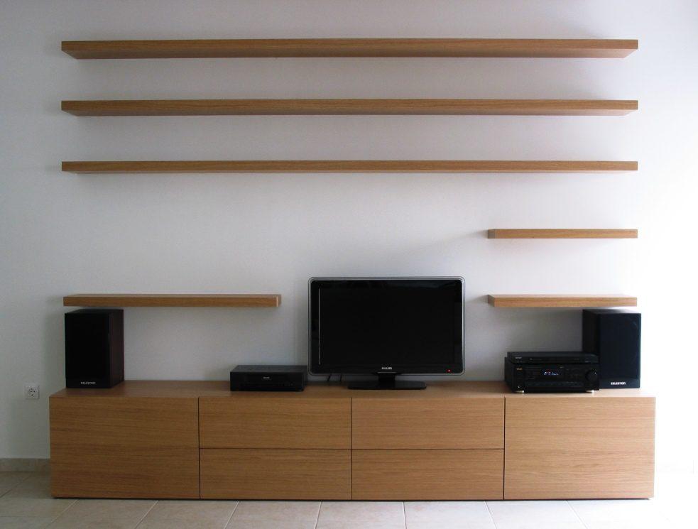 Έπιπλο από δρυς με ειδική στερέωση στον τοίχο για αντοχή στο βάρος και 6 συρτάρια για εύκολη χρήση.