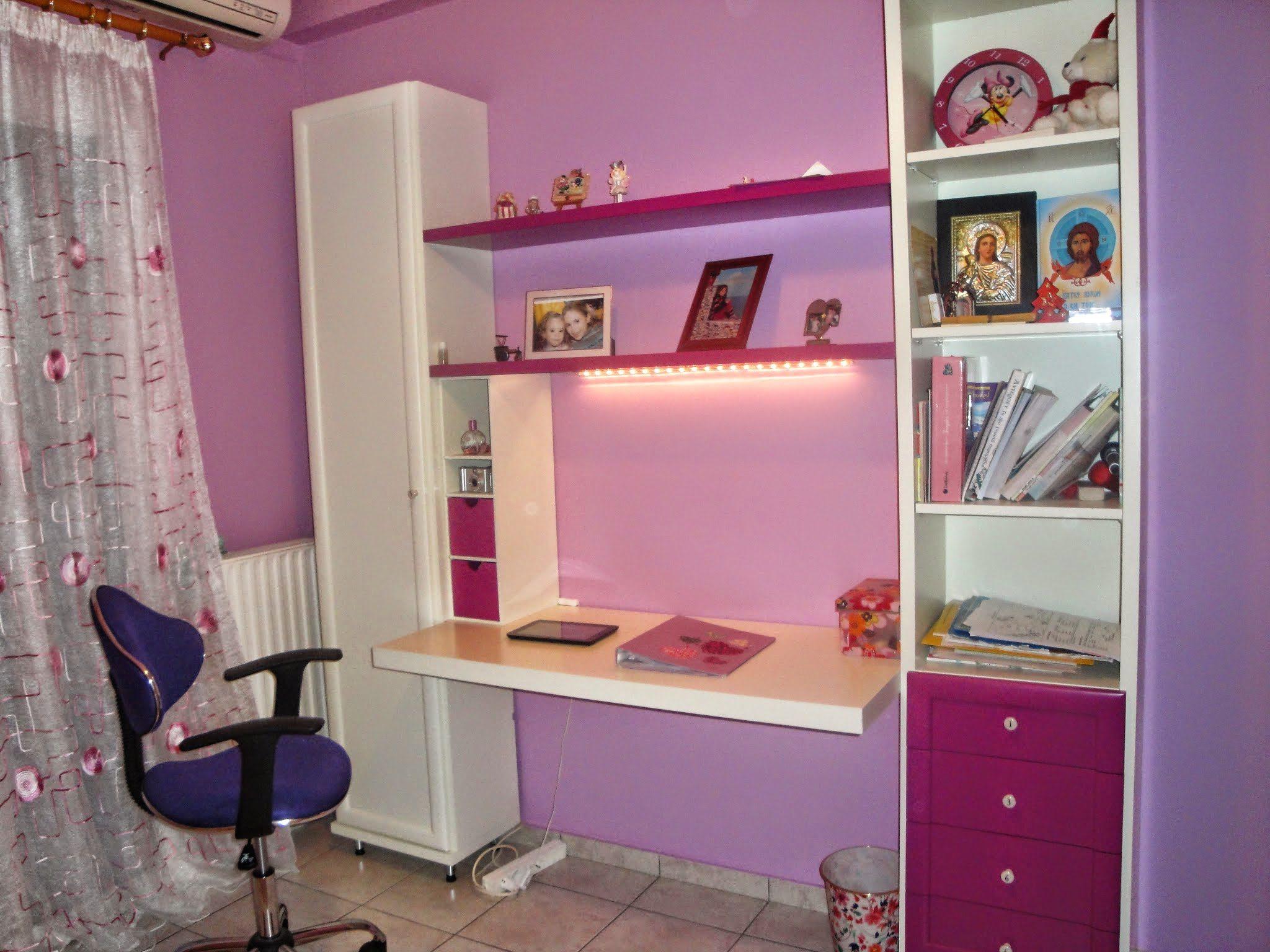 Παιδική βιβλιοθήκη-γραφείο με απαλά και φωτεινά χρώματα