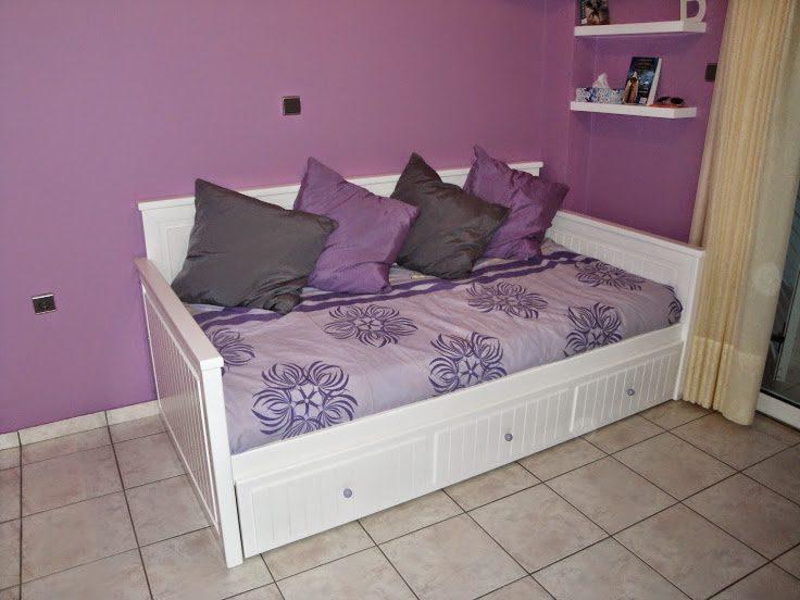 Καναπές κρεβάτι σε εφηβικό δωμάτιο με δεύτερο κρεβάτι συρόμενο.