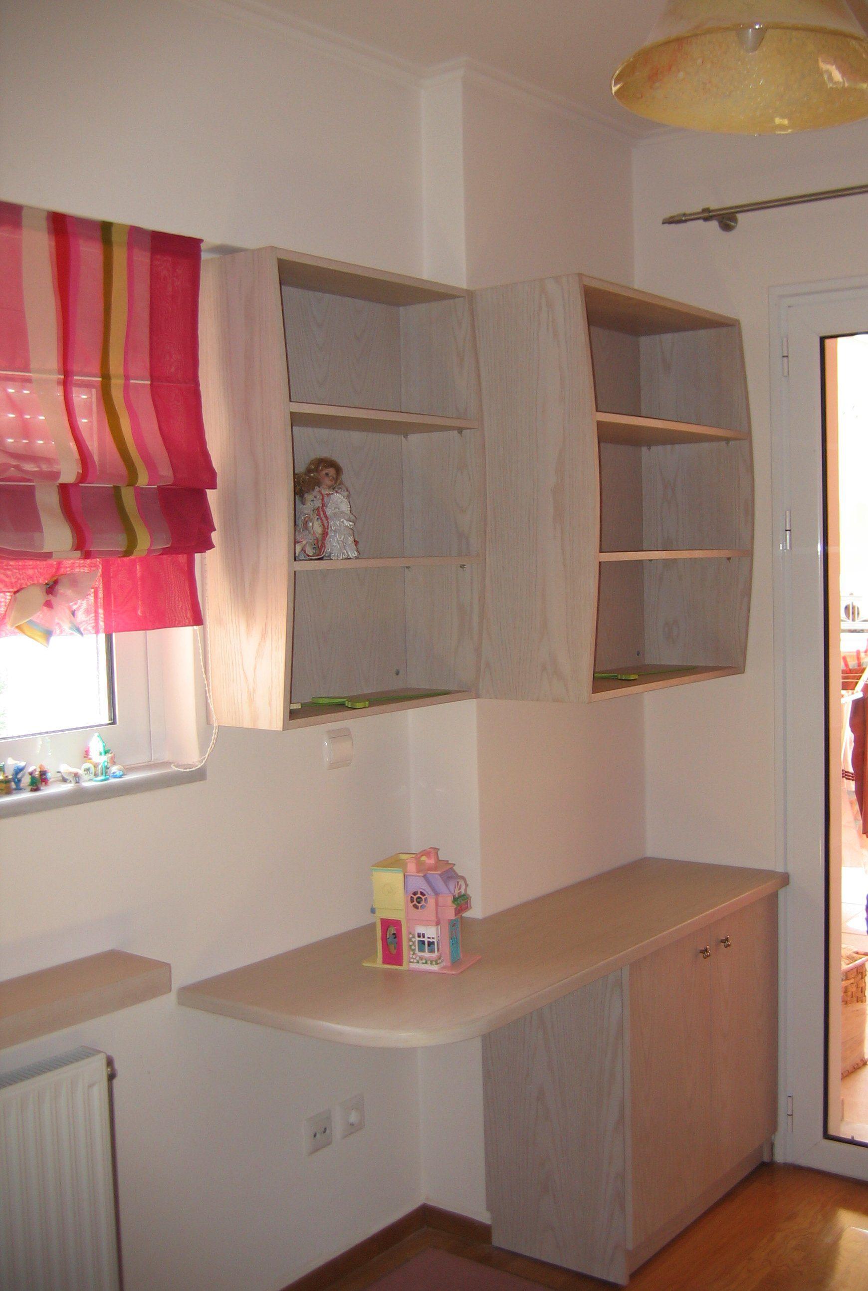 Η απόλυτη εκμετάλλευση χώρου για πολύ μικρό παιδικό δωμάτιο.
