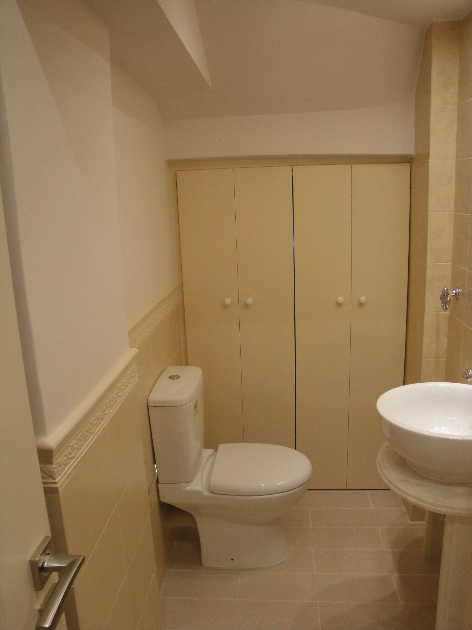 Πόρτες σπαστές για διαχωρισμό μικρού wc με αποθήκη.