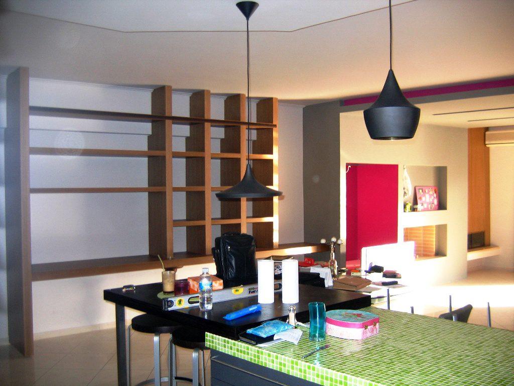 Μοντέρνα κατασκευή για γραφείο-βιβλιοθήκη.Από ξύλα πάχους 8cm και 6cm.Με δυνατότητα για συρόμενη πόρτα (μισό-μισό)